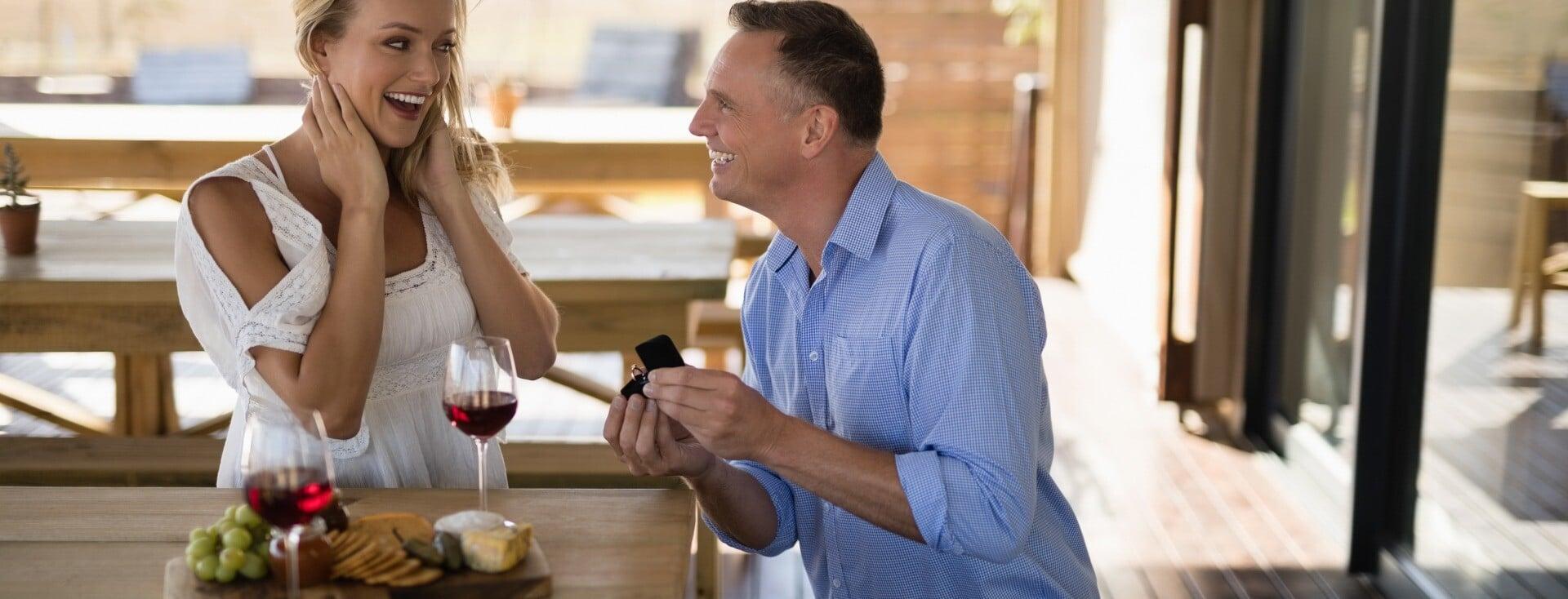 Quelle est la meilleure façon d'offrir un bijou à une femme ?