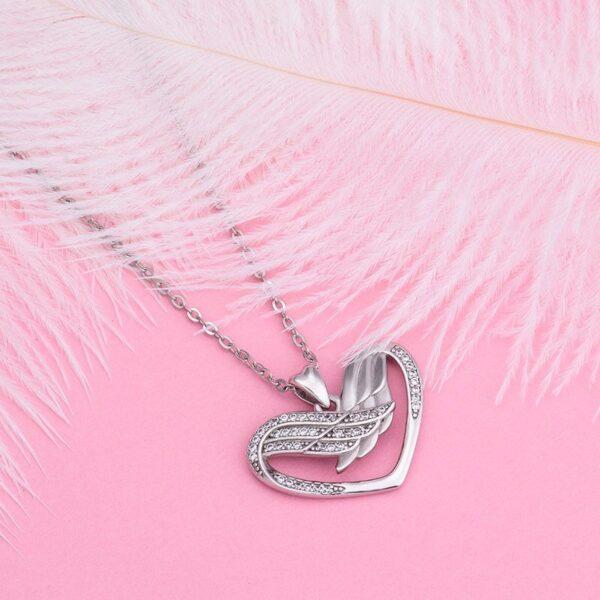 Collier pas cher en argent ailes d'ange formant un coeur