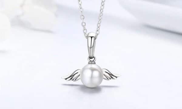 collier perle blanche en argent aux ailes d'ange