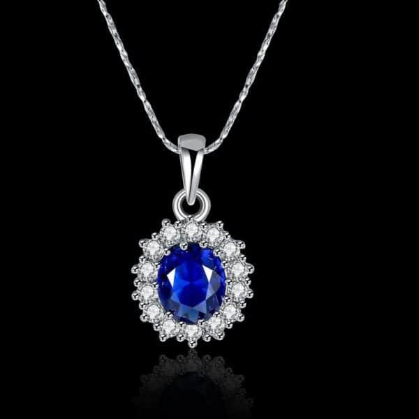 joli collier pierre bleue et cristaux blancs