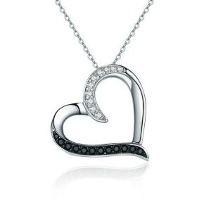Collier avec pendentif coeur cristaux blancs et noirs