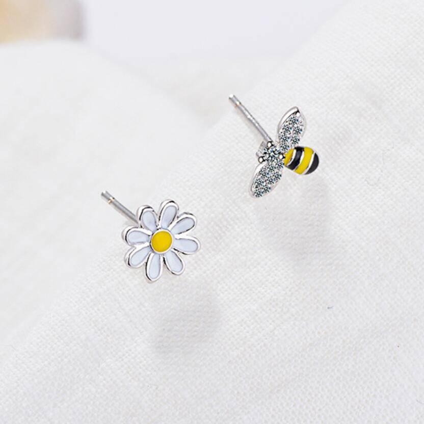 clous d'oreilles abeille et fleur