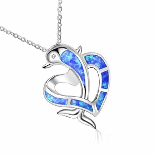pendentif dauphin dans un coeur opale